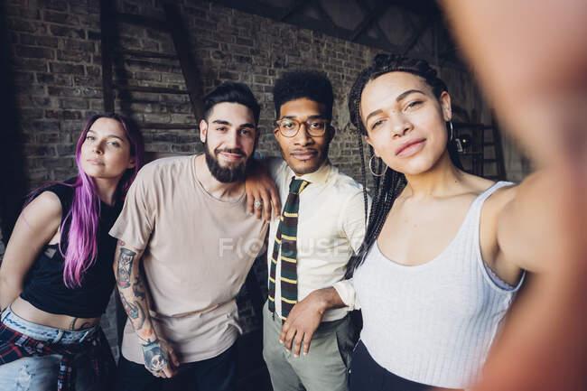 Selfie ritratto di diversi amici felici — Foto stock