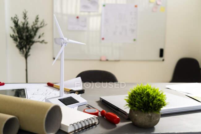 Wind turbine shaped electric fan standing on office desk — стоковое фото