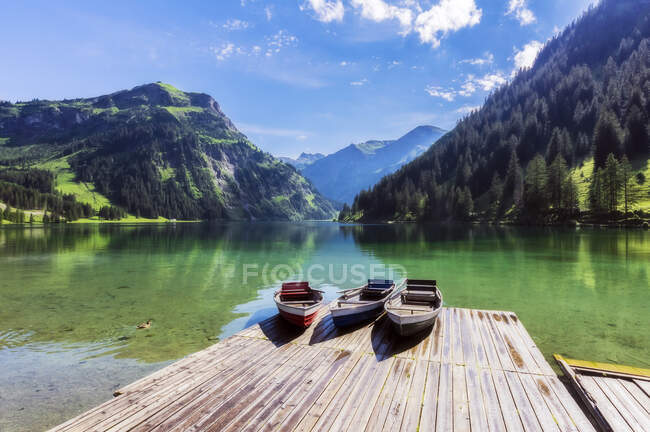 Motorboats left on lakeshore jetty in Tannheimer Tal — Stock Photo