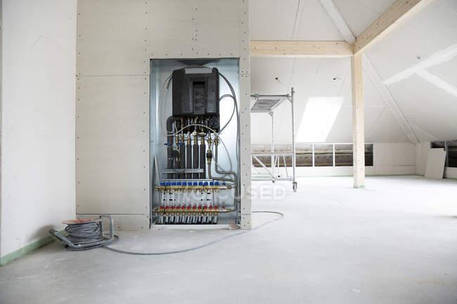Електрообладнання в будинку під час будівництва. — стокове фото