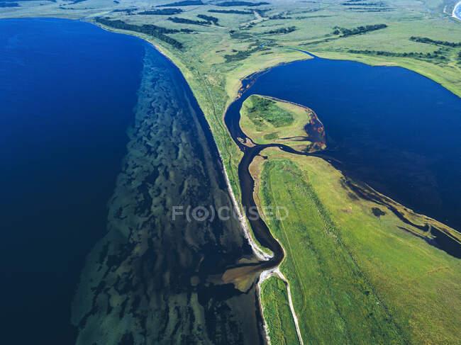 Veduta aerea della baia di Novgorod e della costa della penisola di Krabbe — Foto stock