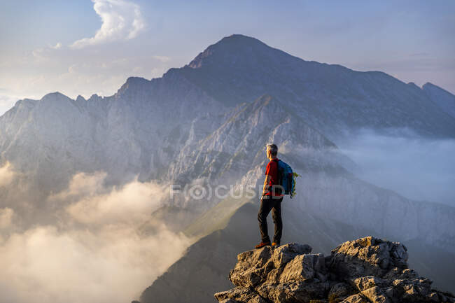 Man standing on top of mountain at Bergamasque Alps, Italy — Stock Photo