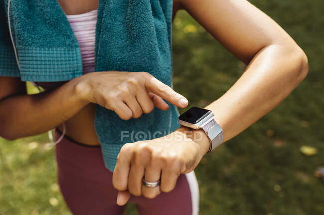 Sporty womans arm with smartwatch — Stock Photo