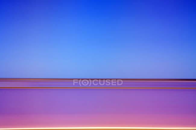 Абстрактный розовый и синий хроматический фон — стоковое фото