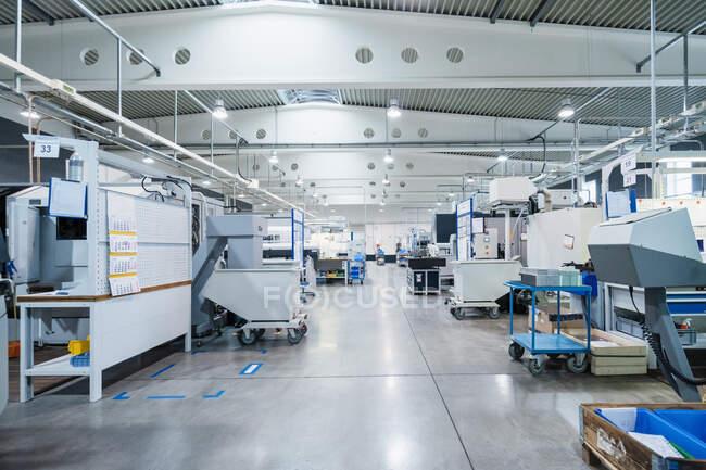 Машини в майстерні в промисловості — стокове фото
