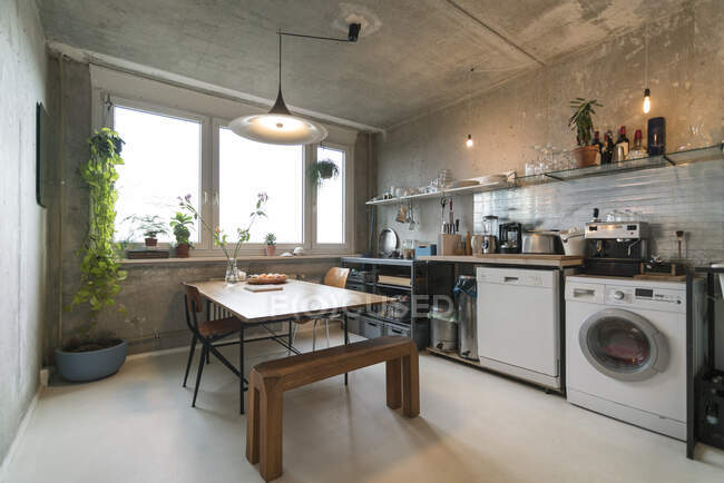 Cozinha em casa de família arrumada — Fotografia de Stock