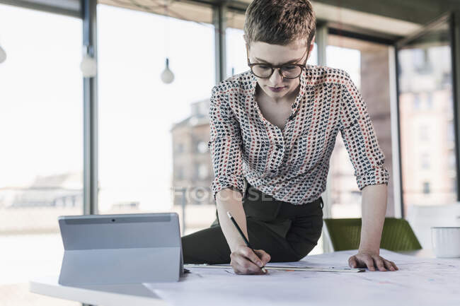 Businesswoman working on plan in office — Stock Photo