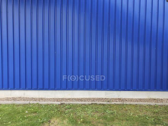 Зелена і синя цегляна стіна з бетонними стінами тло, 3d ілюстрації — стокове фото