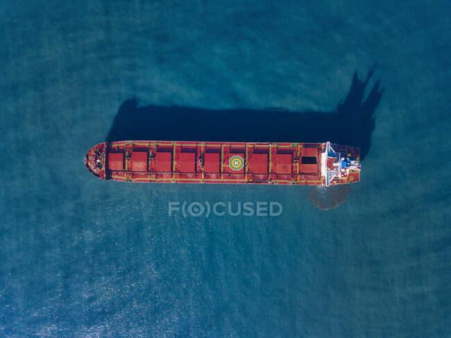 Veduta aerea della nave portacontainer che naviga nel Mare del Giappone — Foto stock