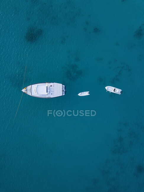 Човни на морі, вигляд з повітря — стокове фото