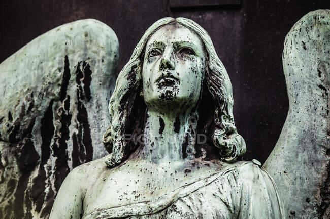 Statue d'une femme dans le parc — Photo de stock