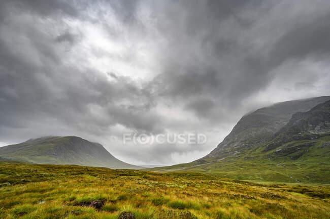 Bela paisagem nas montanhas — Fotografia de Stock
