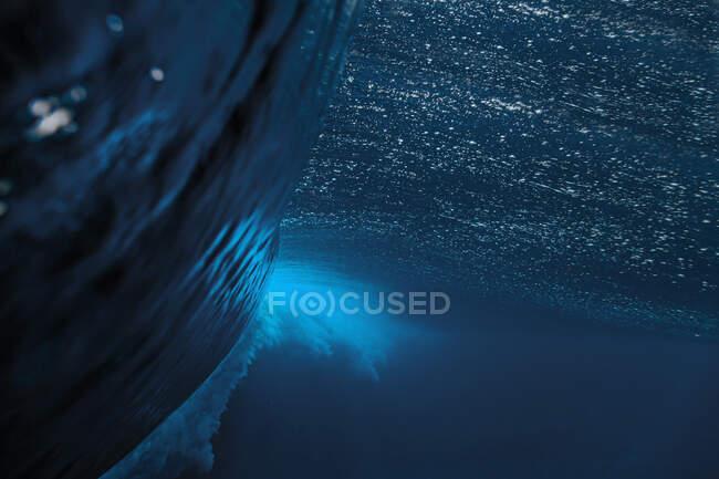 Vista subacquea di spruzzi d'onda marina — Foto stock