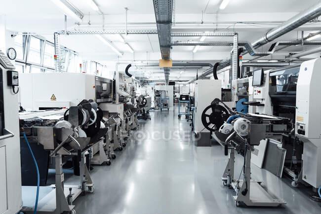Машины для производства светильников — стоковое фото