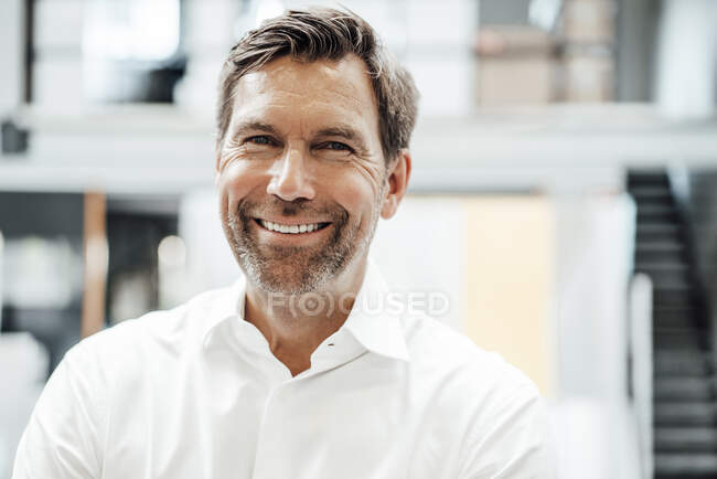Smiling mature male engineer in factory — Stock Photo