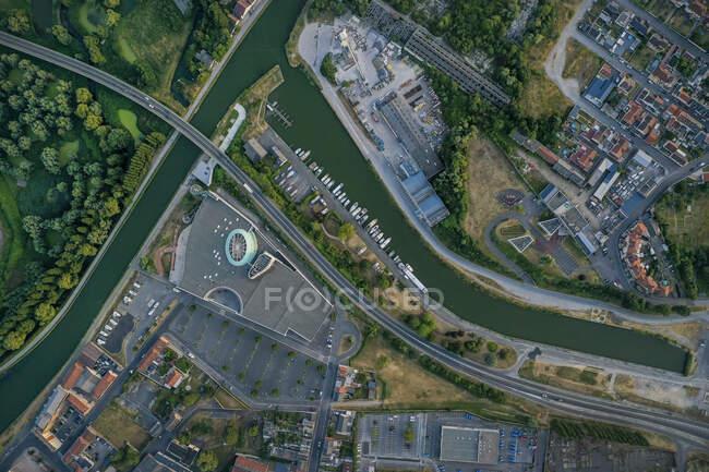 Francia, Aisne, Saint-Quentin, Vista aérea del Canal de Saint-Quentin - foto de stock