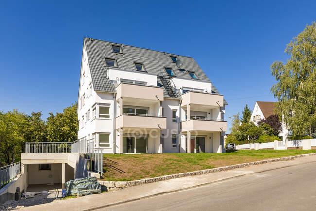 Moderno edificio residenziale in costruzione — Foto stock