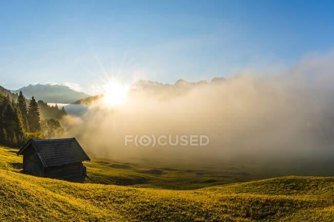 Thick fog shroudingGeroldseelake at autumn sunrise — Stock Photo