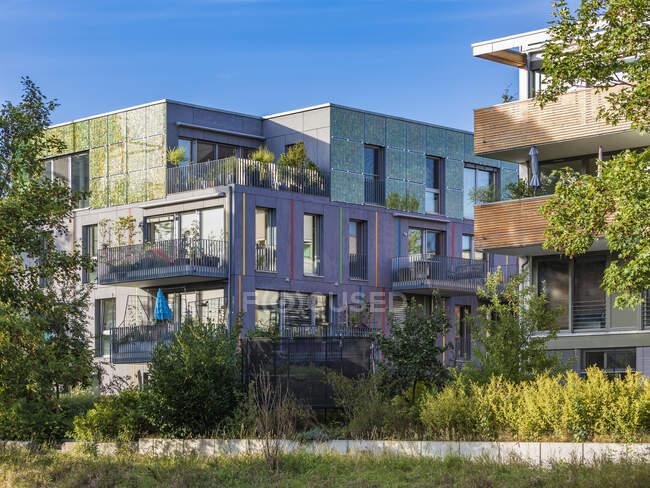 Nuovo appartamento edificio residenziale, costruzione e casa. — Foto stock
