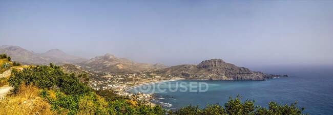 Grecia, Creta, Plakias, Panorama del villaggio costiero in estate — Foto stock