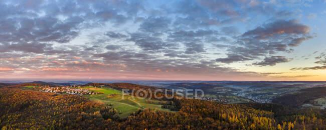 Germania, Baden-Wurttemberg, Drone vista sulla valle Remstal all'alba autunnale — Foto stock