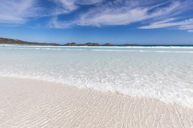 Onda sulla spiaggia di sabbia, Australia Occidentale — Foto stock