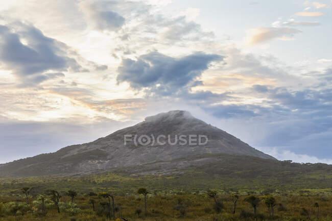 Australia, Oceania, Australia Occidentale, Cape Le Grand National Park, Frenchman Peak, Mountain and Plains — Foto stock