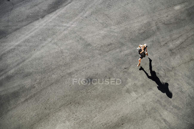 Woman running on road during sunny day — Stock Photo