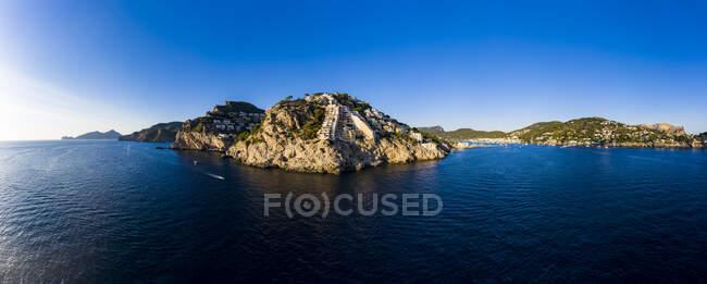 Spagna, Maiorca, Andratx, Veduta in elicottero delle colline costiere al crepuscolo estivo — Foto stock