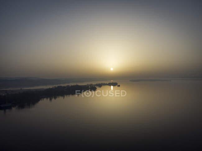 Veduta aerea della penisola Mettnau all'alba — Foto stock