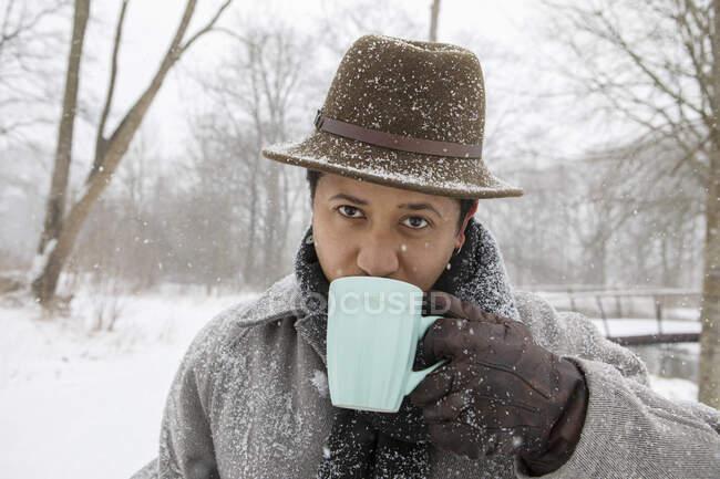 Mid adult man drinking tea during winter — Stock Photo