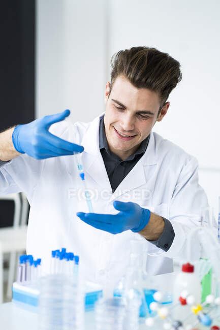 Male scientist injecting medicine in test tube at laboratory — Stock Photo