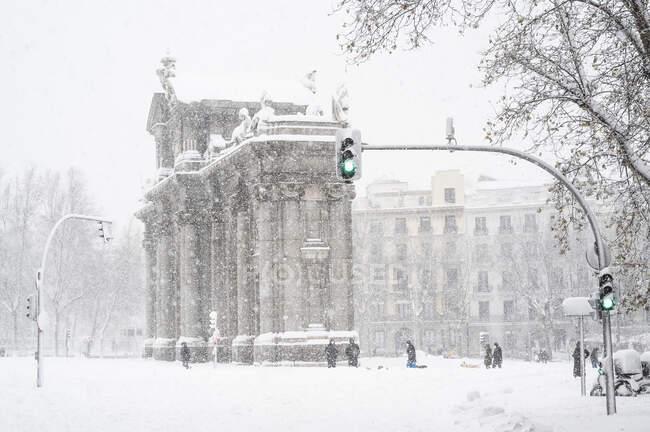 Porta Alcala durante Storm Filomena nel 2021 a Madrid, Spagna — Foto stock