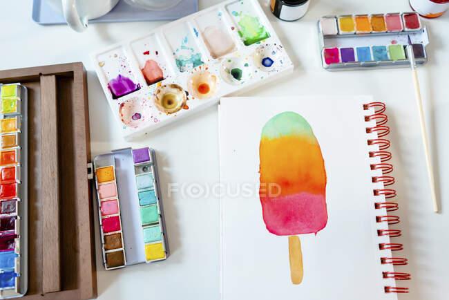 Ghiacciolo colorato dipinto con acquerelli su notebook a spirale — Foto stock