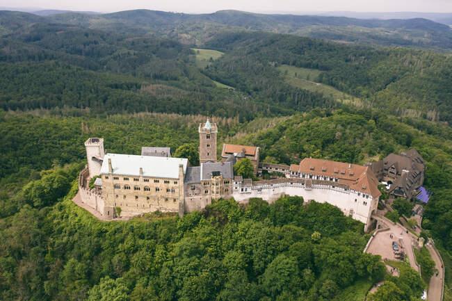 Alemania, Turingia, Eisenach, Vista aérea del castillo de Wartburg - foto de stock