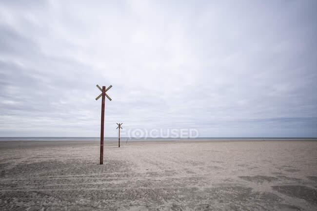 Denmark, Romo, Markers along coastal beach — Stock Photo