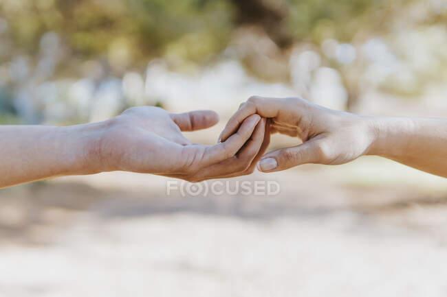 Boyfriend holding hand of girlfriend — Stock Photo