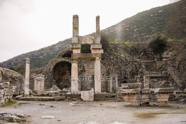 Estructuras abandonadas en el sitio histórico, Éfeso, Turquía - foto de stock