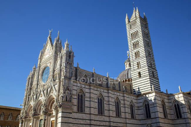 Италия, Тоскана, Сиена, Ясное небо над Сиенским собором — стоковое фото