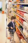 Boy shopping in organic grocery store — Stock Photo