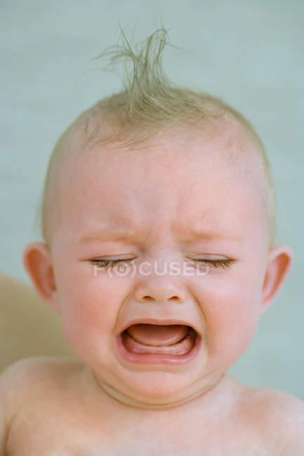 Menino chorando, close-up — Fotografia de Stock