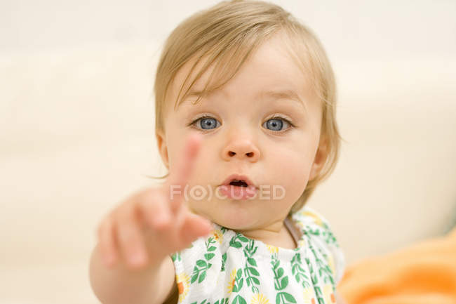 Baby girl pointing, portrait, close-up — Stock Photo