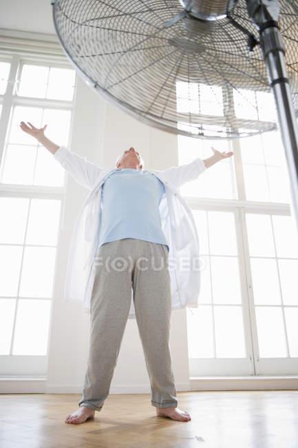Senior man with raised arms — Stock Photo