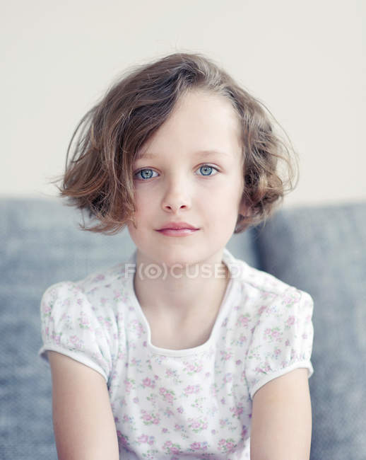 portrait of cute brunette girl looking at camera — stock photo