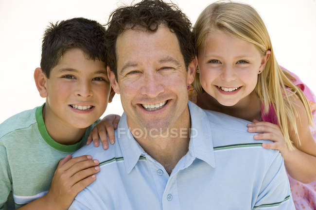 Man with son and daughter (5-9) smiling, portrait, close-up — Stock Photo