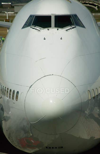 Крупный нос самолета — стоковое фото