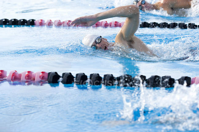 Male sportsmen training in swimming pool — Stock Photo