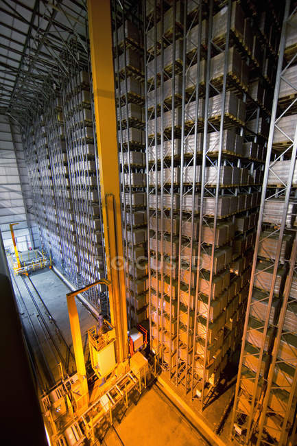 Автоматизована зберігання в складських стека — стокове фото