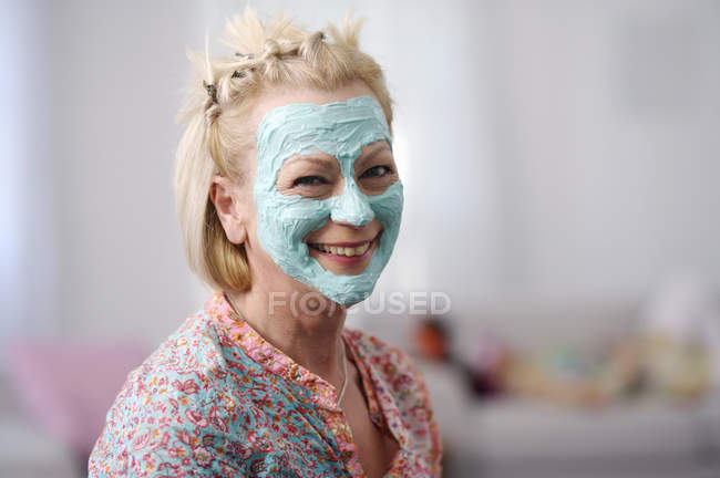 Portrait of senior woman wearing facial mask — Stock Photo