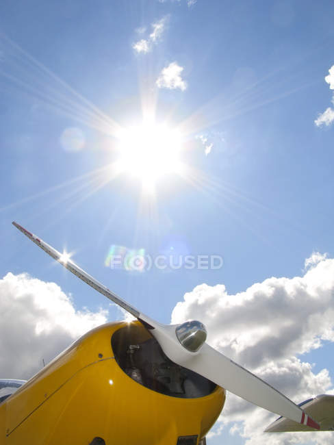 Airplane propellor over sky — Stock Photo